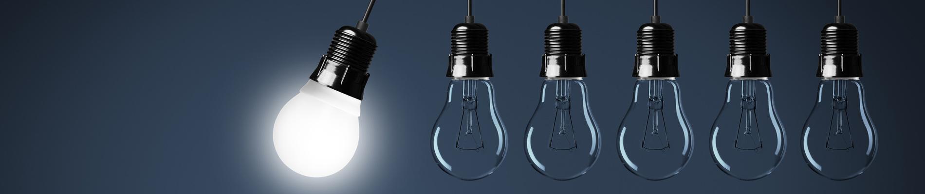 Alignement d'ampoules illuminées par Ampère Michaut, entreprise d'électricité générale