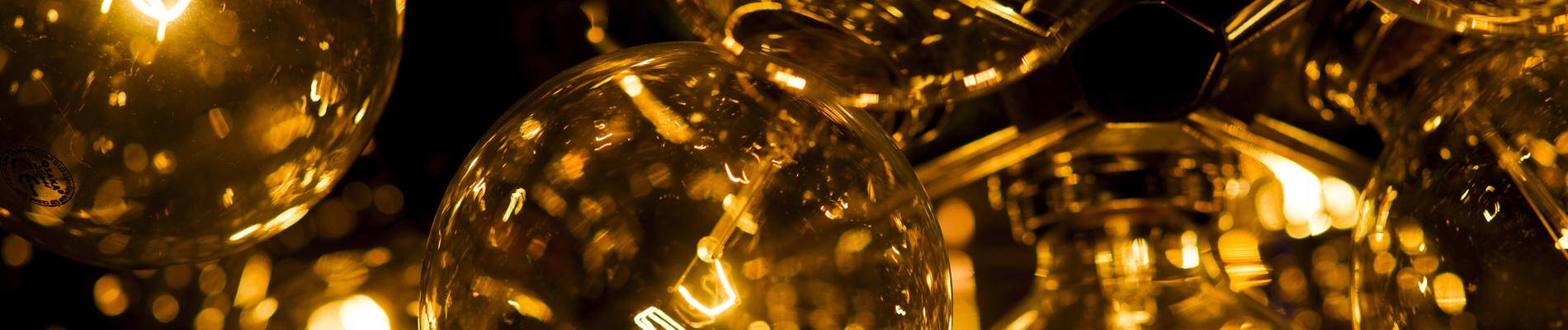 Ampoules illuminées par l'entreprise d'électricité générale Ampère Michaut